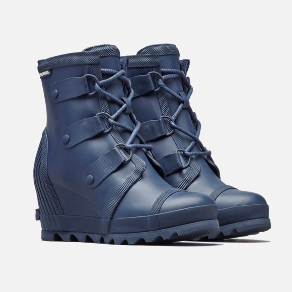 8fb0688c57de NWT Sorel Joan Rain Wedge Boot Navy Size 7